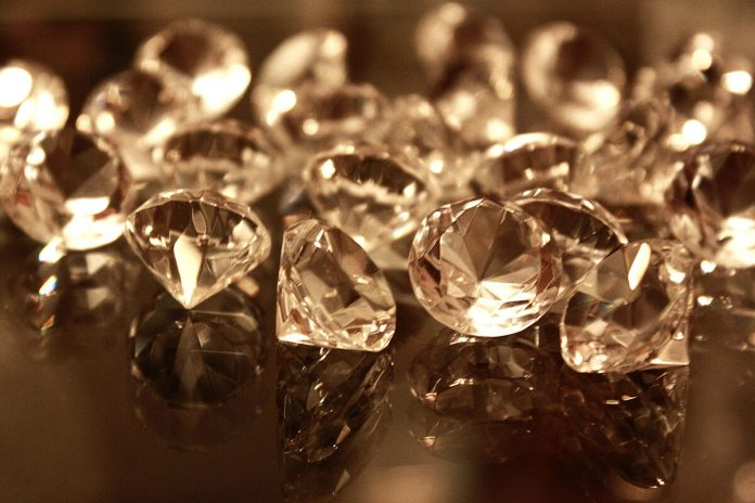 Bending diamond is possible, at the nanoscale – Phys.org