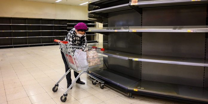 Hong Kong shoppers line up, empty supermarkets amid coronavirus fears – Business Insider