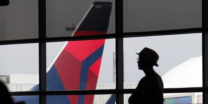 Delta notifies passengers of couple that has COVID-19 after flying – Business Insider