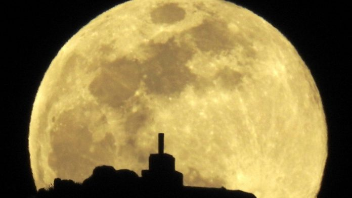 The full worm supermoon is coming to a sky near you Monday night – USA TODAY