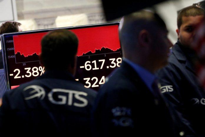 Dow Recoils as Wall Street Bulls Balk at Nauseating Economic Data