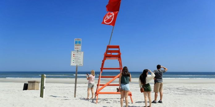 Florida Gov. Ron DeSantis gives green light for some beaches to reopen – Business Insider