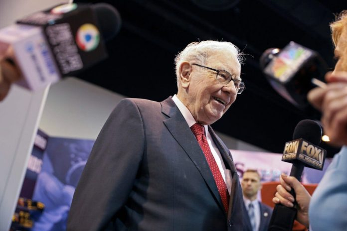 Warren Buffett Dumped All Airline Stocks – But Retail Investors are Loving It