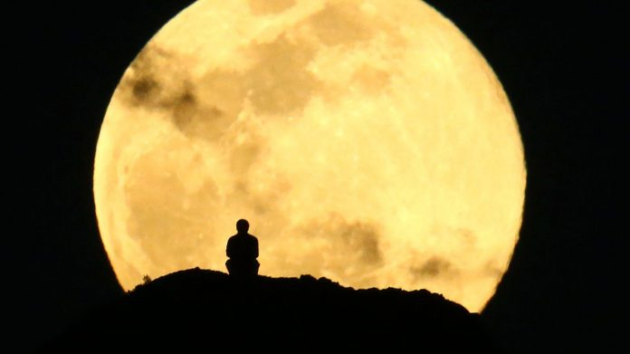 How to see the 'Super Flower Moon,' the last supermoon of 2020 – AZCentral