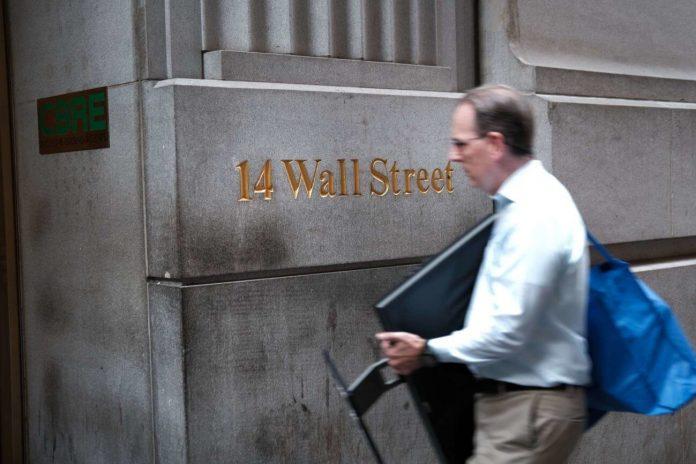 Expensive Retail-Frenzy Stock Market Spooks 'Smart Money' Billionaires