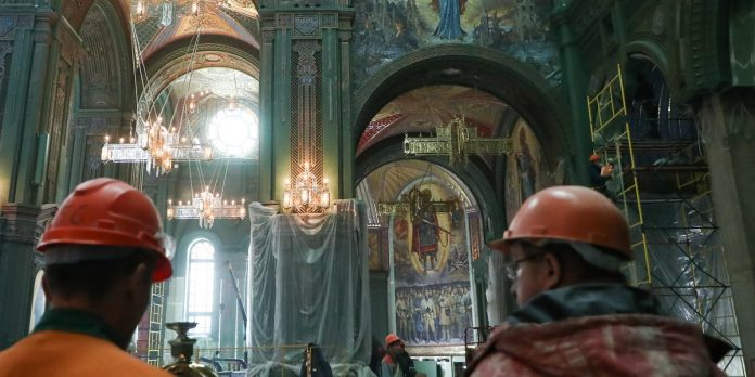 Photos: Russia cathedral rumored to be made from melted Nazi tanks – Business Insider