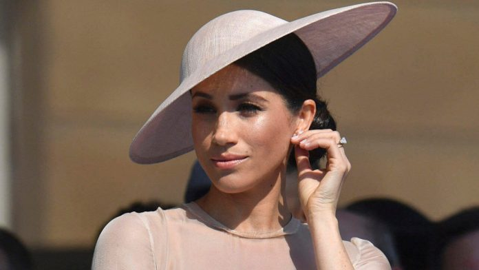 Meghan Markle Controls Prince Harry Completely. Here's How She Does It
