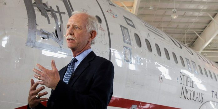 """'Miracle on the Hudson' pilot Sully slams Trump, US troop """"loser"""" report – Business Insider"""
